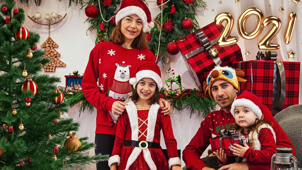 Эмилюша представляет — С Новым годом! От Эмилюши и Деда Мороза