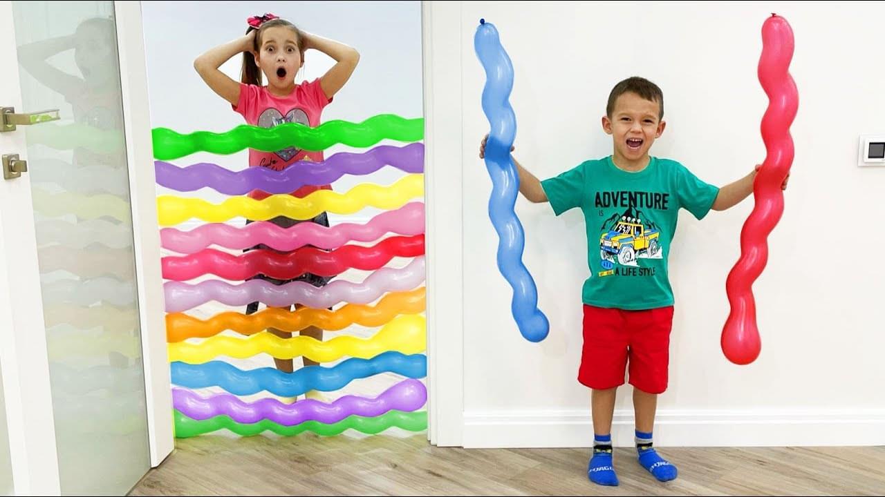 Маленькая Мисс София — Sofia and Max play with colors Balloons