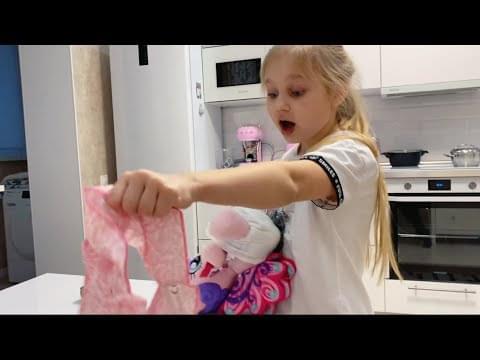 Мили Ванили — ВЛОГ ХОЗЯЙНИЧАЕМ на балконе у мамы ! Много игрушек в которые Алиса играла когда была маленькая !