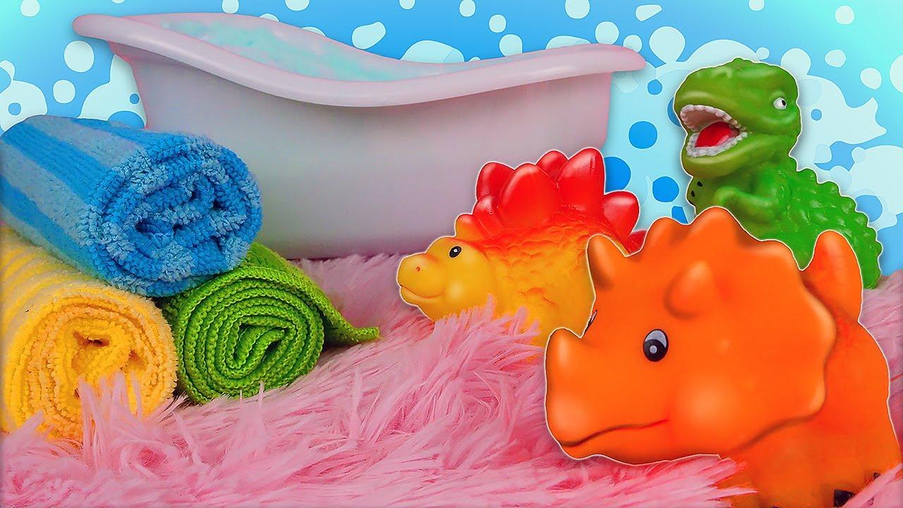ДиДи ТВ — Игрушечные динозаврики принимают ванну! Видео для малышей