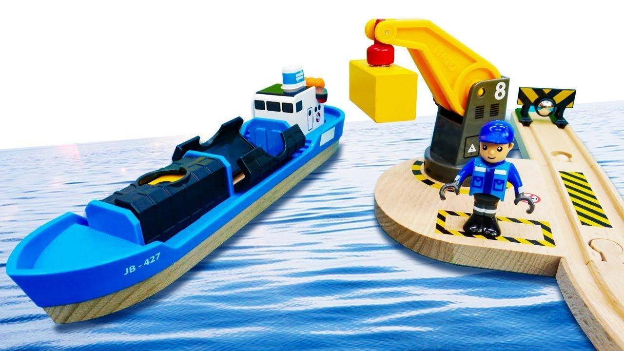 ДиДи ТВ — Поезда Брио работают в порту! Развивающие видео для малышей про Остров Поездов
