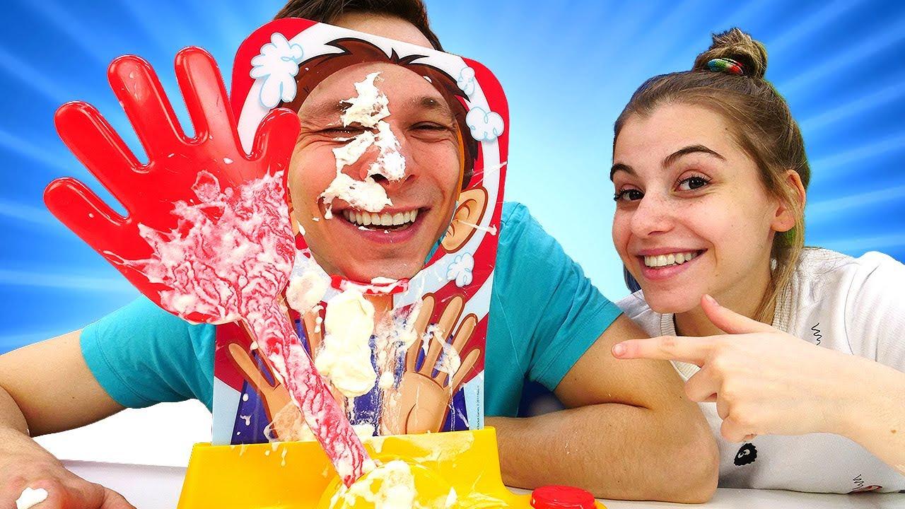 Лучшие Подружки — Смешные челленджи с едой в шоу Вики и Фёдора — Челлендж Пирог в лицо! Весёлые игры дома