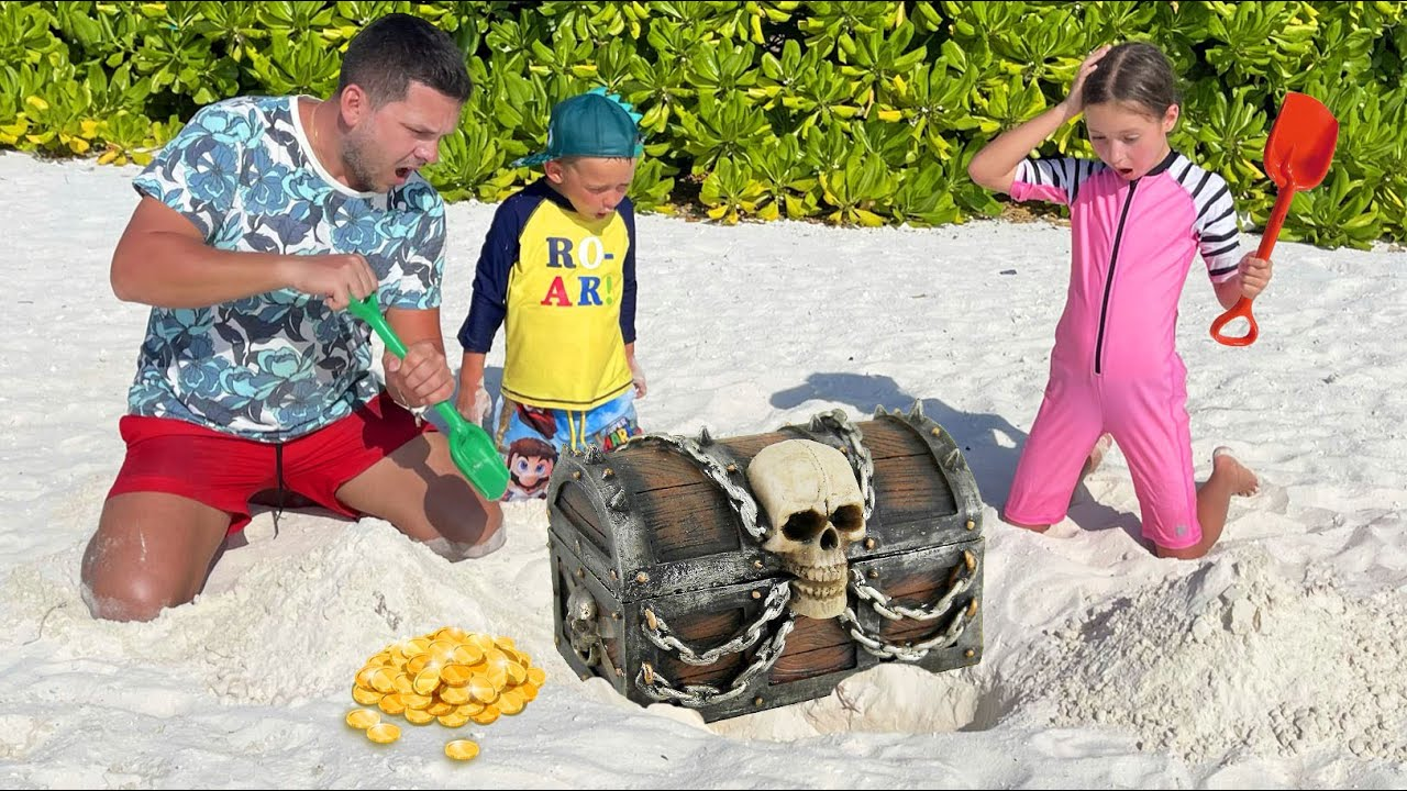 Маленькая Мисс София — София и Макс ищут сюрпризы в песке | Весёлые Истории про развлечения на пляже