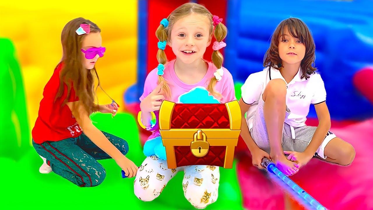Настя и ее друзья играют в загадочный челлендж.