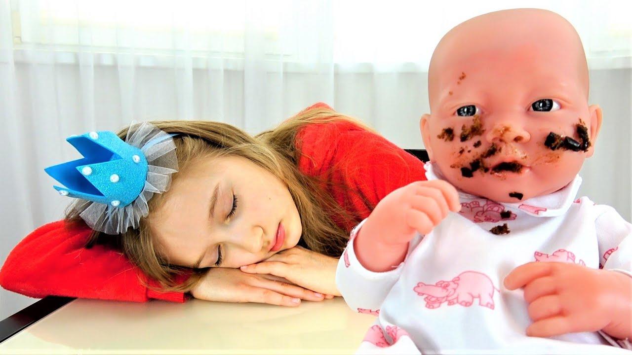 Супер Полина — Полина играет в няню для малыша