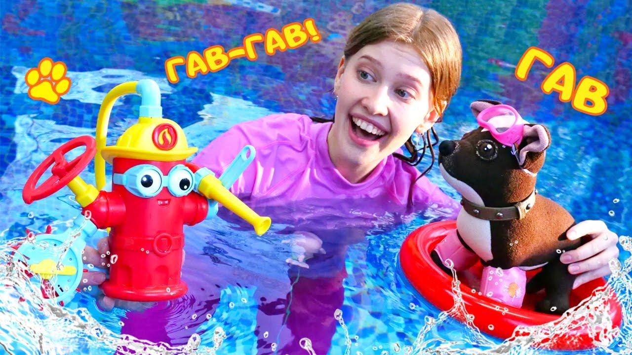 Как МАМА — Игрушка Шоколадка в бассейне! Игры для детей в мягкие игрушки. Как мама