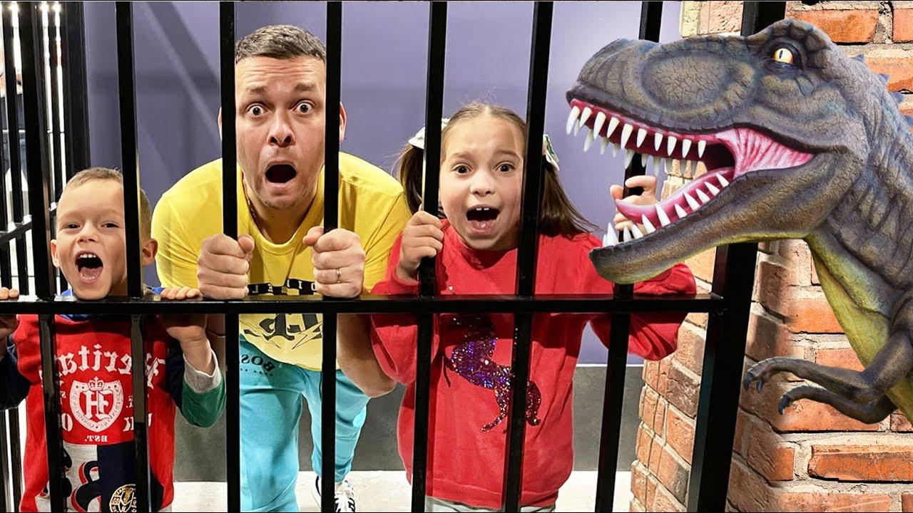 Маленькая Мисс София — София и папа веселятся на детской площадке! Веселые серии для детей