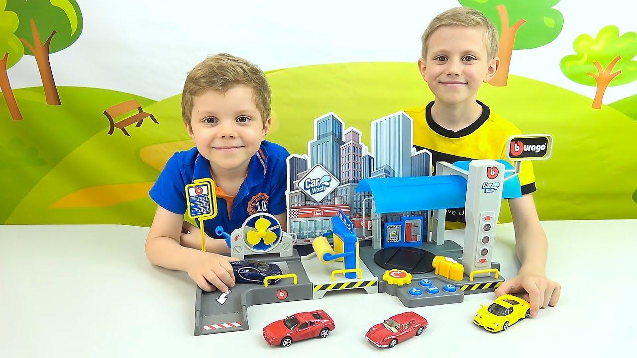 АВТОМОЙКА Bburago c паровой установкой и машинкой Bugatti Chiron. Даник и Никита играют в гонки!