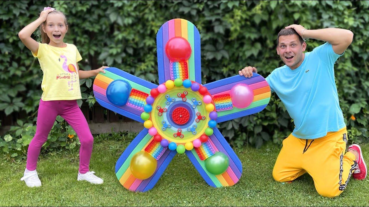 Маленькая Мисс София — София играет с папой в веселые Игры и Развлечения для детей