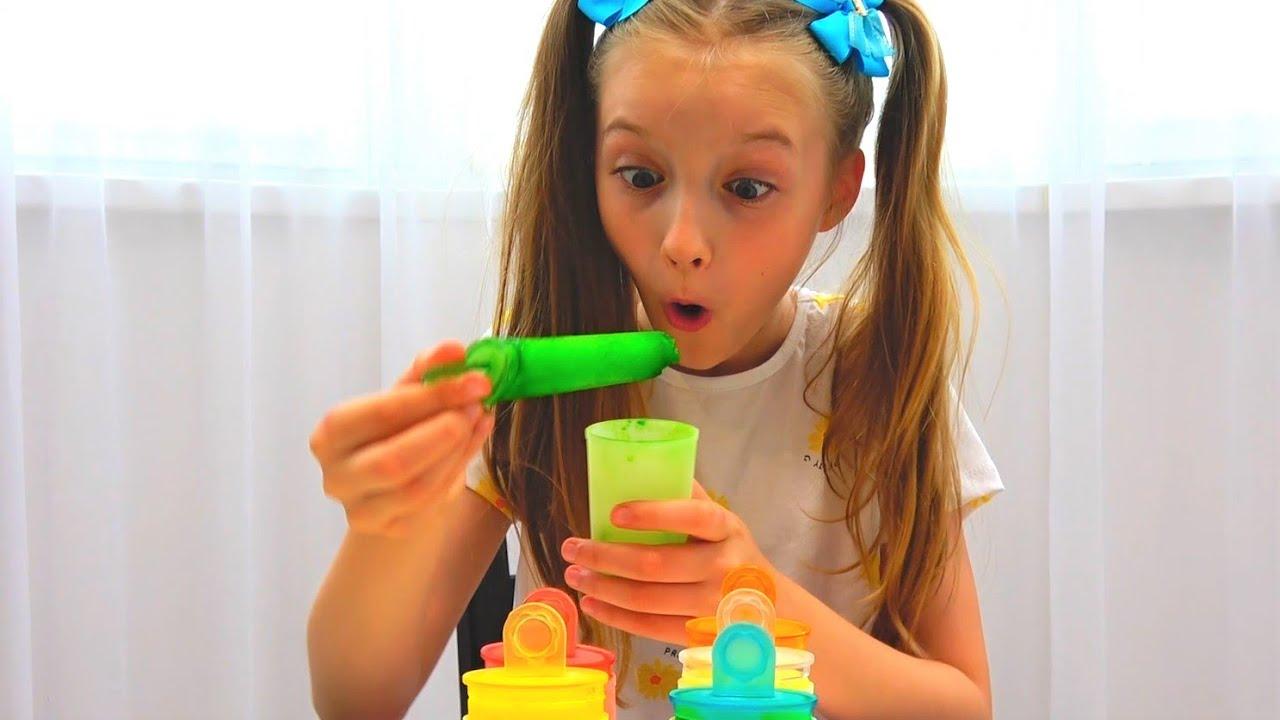 Супер Полина — Полина играет с разноцветным мороженым